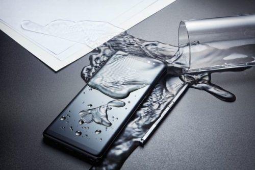 Samsung Galaxy Note 8 agua