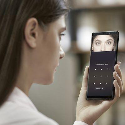 Note 9 vs Note 8: reconocimiento facial.