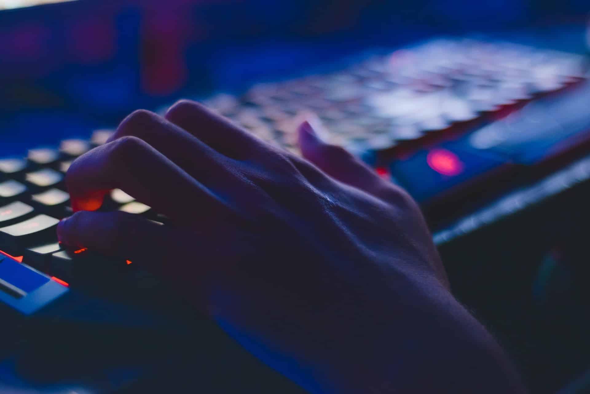 hacker ciberdelincuente